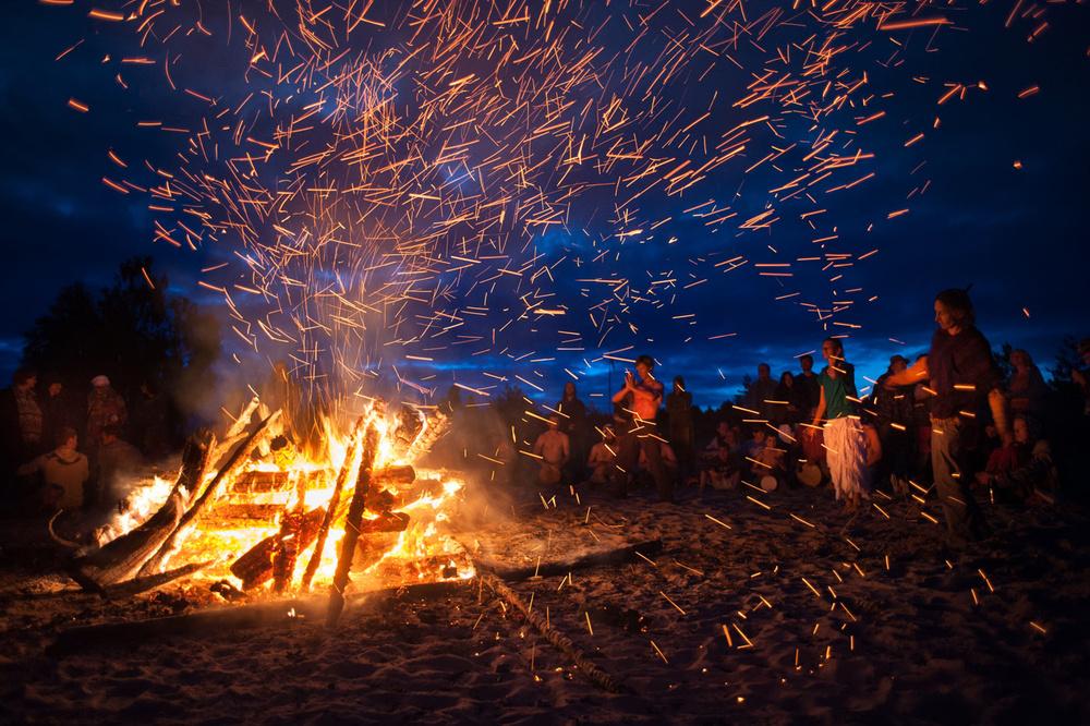 los_rituales_veraniegos_mas_raros_asi_se_celebra_el_solsticio_en_el_mundo_7093_1000x666